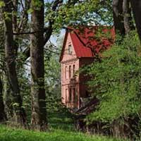 Sarkanā māja.