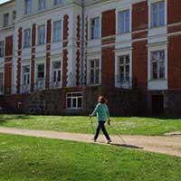 Eju gar Bebrenes VP vidusskolu (senākos laikos Plāteru-Zībergu pils neorenesanses stilā). Iespaidīga un labi saglabāta celtne arī šodien.